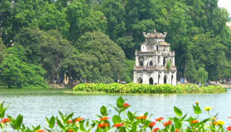 Beautiful images of Hoan Kiem Lake life and landscapes 1