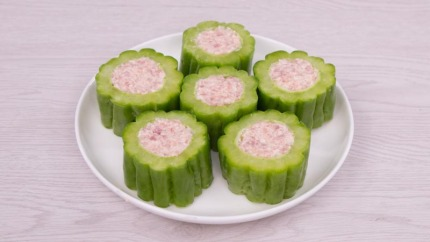 Pork stuffed bitter cucumber 5