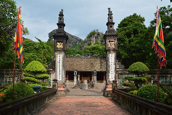 Ancient architecture of Hoa Lư 2