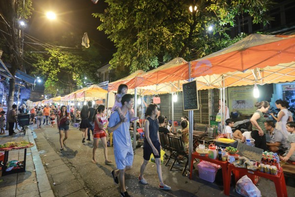 hang-buom-cuisine-street-inaugurated-in-the-old-quarter