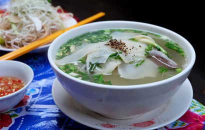 Taste always crowded duck vermicelli soup 60 years in Sai Gon