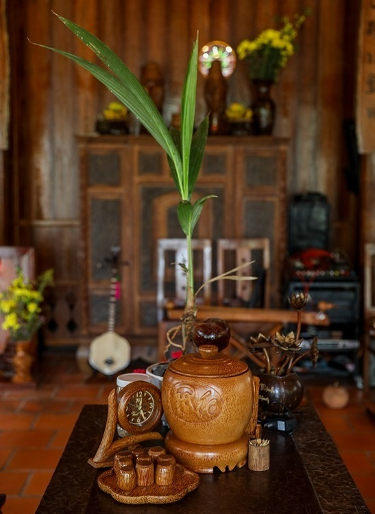 A-homestay-in-Mekong-Delta-is-distinctive-with-all-made-of-coconut-wood-5
