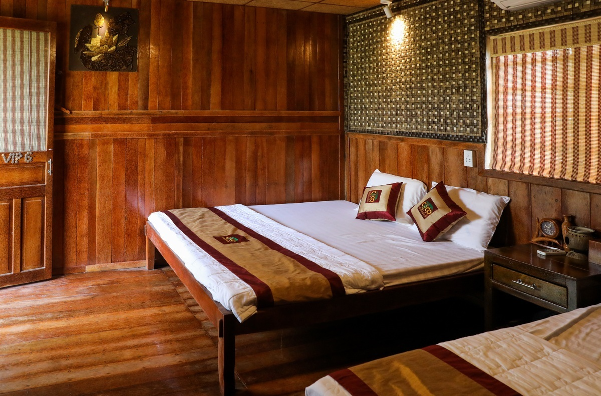A-homestay-in-Mekong-Delta-is-distinctive-with-all-made-of-coconut-wood-6