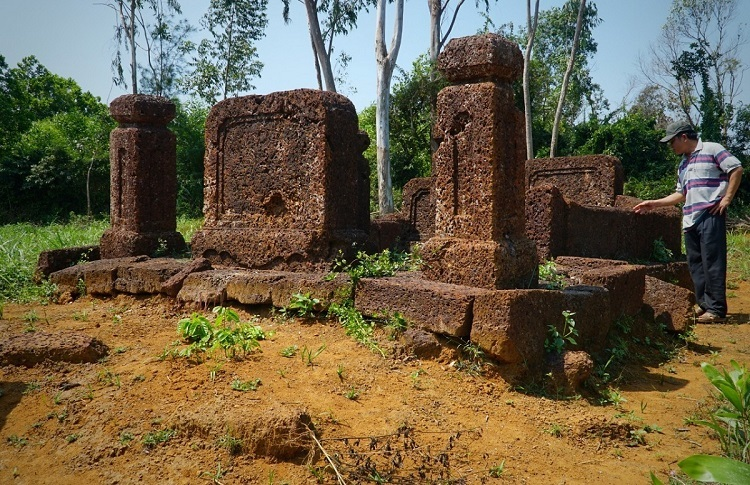 Many-villages-where-dozens-of-laterite-houses-can-be-found-in-Quang-Ngai-7