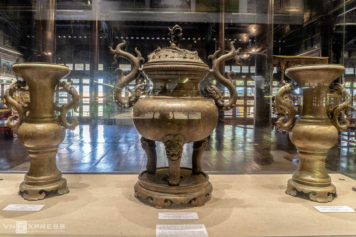 Hue-Museum-of-Royal-Antiquities-display-artifacts-of-Emperor-Gia-Long-5