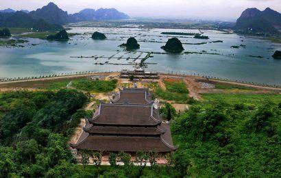 Thousands of pilgrims visited Tam Chuc Pagoda Complex in Ha Nam