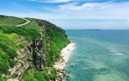 Ly Son Island crystal-clear sea surrounded by a ring of reefs in Quang Ngai