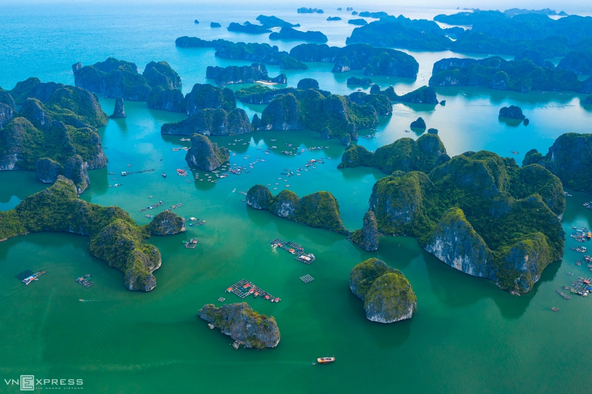 A-set-of-aerial-photographs-highlight-the-stunning-beauty-of-Lan-Ha-Bay-in-Hai-Phong-9